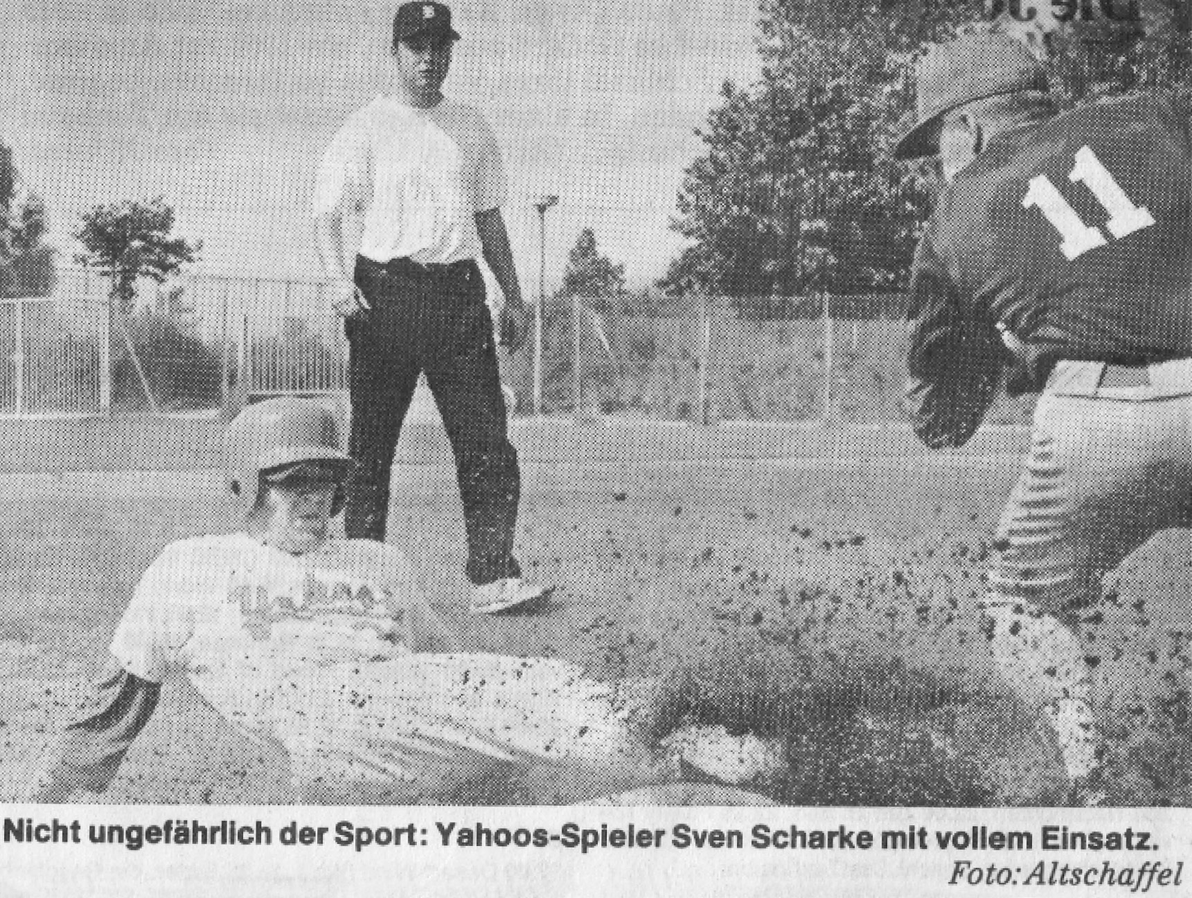 Nicht ungefährlich der Sport: Yahoos-Spieler Swen Scharke mit vollem Einsatz. Foto: Altschaffel