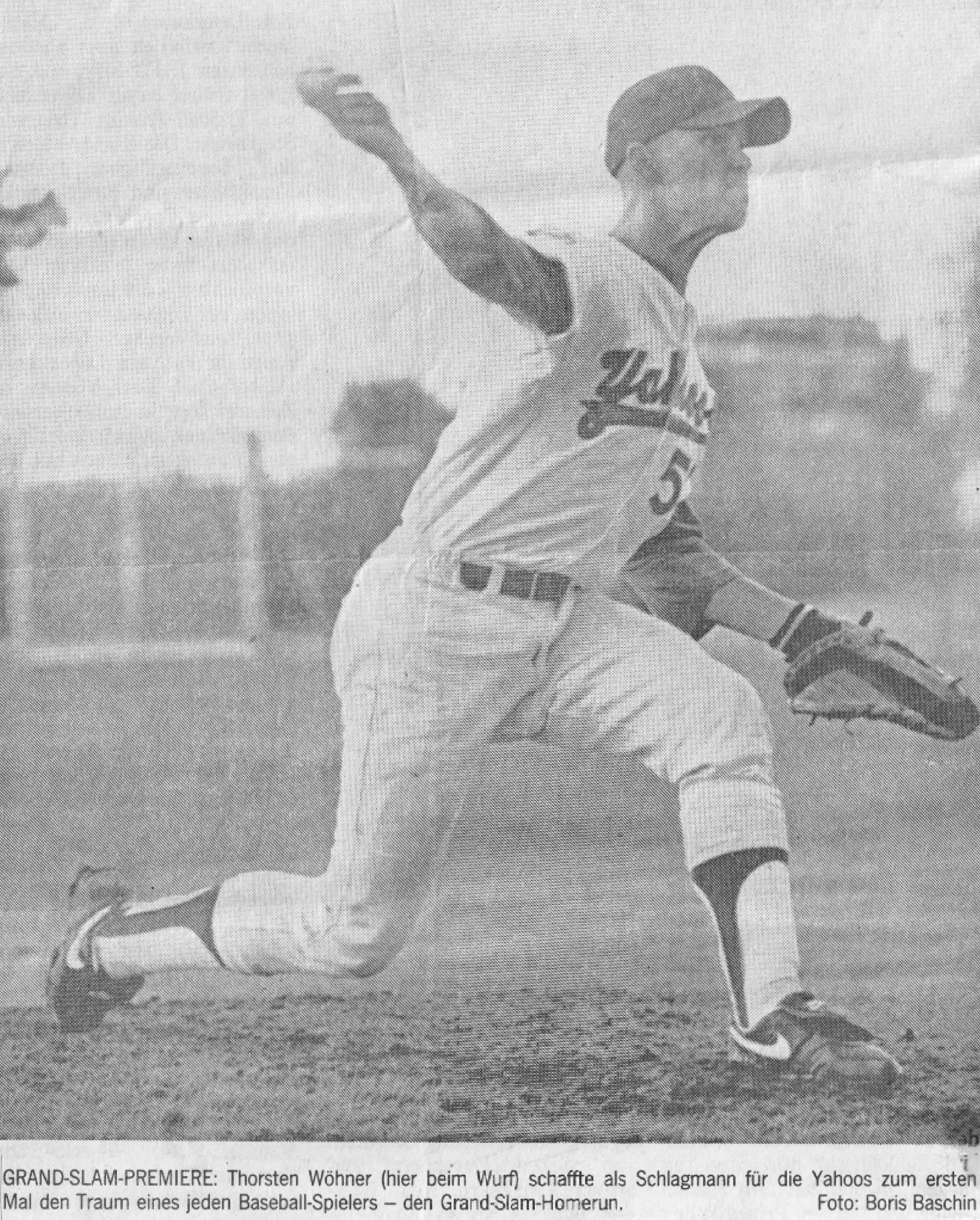 GRAND-SLAM-PREMIERE: Thorsten Wöhner (hier beim Wurf) schaffte als Schlagmann für die Yahoos zum ersten Mal den Traum eines jeden Baseball-Spielers - den Grand-Slam-Homerun. Foto: Boris Baschin