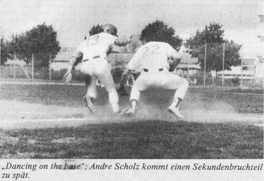 """""""Dancing on the base"""". Andre Scholz kommt einen Sekundenbruchteil zu spät."""