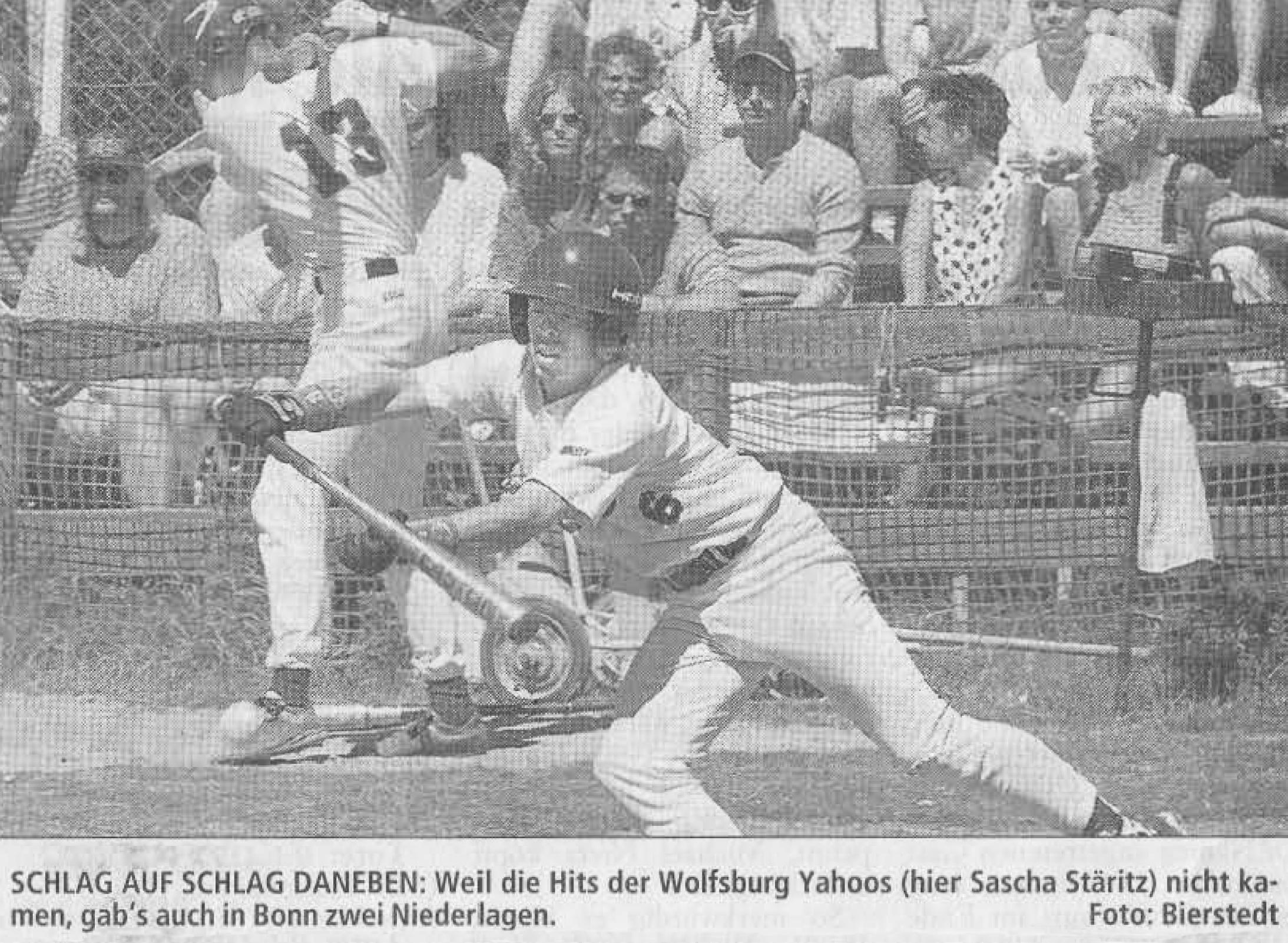 SCHLAG AUF SCHLAG DANEBEN: Weil die Hits der Wolfsburg Yahoos (hier Sascha Stäritz) nicht kamen, gab's auch in Bonn zwei Niederlagen. Foto: Bierstedt