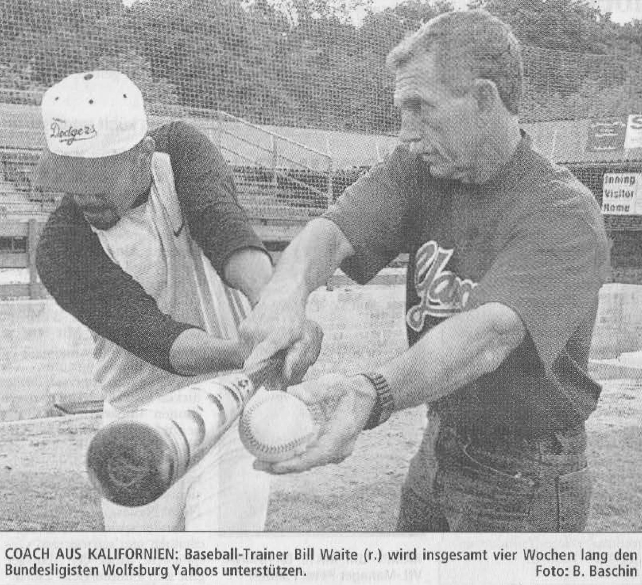 COACH AUS KALIFORNIEN: Baseball-Trainer Bill Waite (r.) wird insgesamt vier Wochen lang den Bundesligisten Wolfsburg Yahoos unterstützen. Foto: B. Baschin