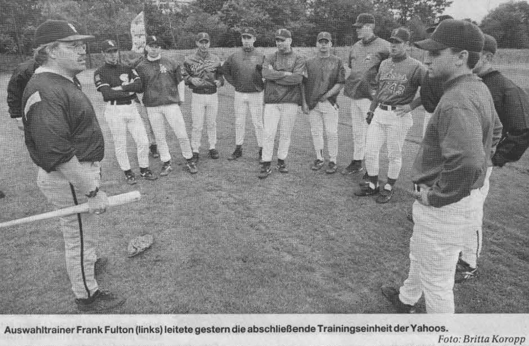 Auswahltrainer Frank Fulton (links) leitete gestern die abschließende Trainingseinheit der Yahoos. Foto: Britta Koropp