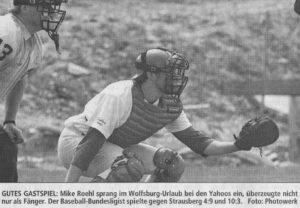 GUTES GASTSPIEL: Mike Roehl sprang im Wolfsburg-Urlaub bei den Yahoos ein, überzeugte nicht nur als Fänger. Der Baseball-Bundesligist spielte gegen Strausberg 4:9 und 10:3. Foto: Photowerk