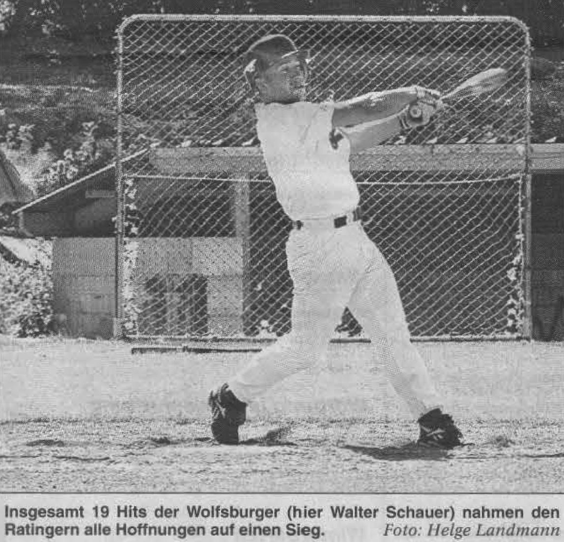 Insgesamt 19 Hits der Wolfsburger (hier Walter Schauer) nahmen den Ratingern alle Hoffnungen auf einen Sieg. Foto: Helge Landmann